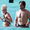 Carrie-Underwood-In-bikini-swimming-in-Tahiti3.jpg