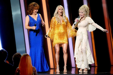 Carrie-Underwood-at-The-53rd-Annual-CMA-Awards-in-Nashville-8.jpg