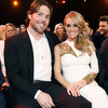 1425398860_carrie-underwood-mike-fisher-zoom.jpg