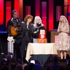 636417295357079611-Reba-40th-Cake-7793-Vince-Dolly-Carrie-Black.jpg