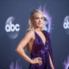 Carrie-Underwood---2019-American-Music-Awards-12-586x391.jpg