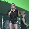 Carrie-Underwood---Performing-on-the-Pyramid-Stage-at-Glastonbury-Festival-03.jpg