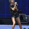 Carrie-Underwood---Performing-on-the-Pyramid-Stage-at-Glastonbury-Festival-05.jpg