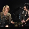 Carrie-Underwood-and-Joan-Jett_TA_356.jpg