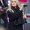 Carrie-Underwood_-Performing-for-the-Sunrise-AFL-Grand-Final-Show--15-662x993.jpg