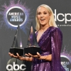 Carrie2BUnderwood2B20192BAmerican2BMusic2BAwards2BTb7ey_c0aEKx.jpg