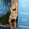 carrie-underwood-at-soul-surfer-premiere-in-hollywood_3.jpg