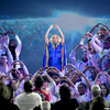 carrie-underwood-earns-standing-ovation-with-rousing-love-wins-after-announcing-she-s-expecting-a-bo_587913_.jpg