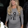 carrie-underwood-greets-fans-as-she-leaves-tv-show-the-project-in-melbourne-australia-260918_1.jpg