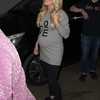 carrie-underwood-greets-fans-as-she-leaves-tv-show-the-project-in-melbourne-australia-260918_2.jpg