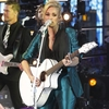 carrie-underwood-performs-at-dick-clark-s-new-year-s-rockin-eve-with-ryan-seacrest-2016-in-new-york-12-31-2015_3.jpg