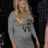 pregnant-carrie-underwood-out-in-melbourne-09-26-2018-6.jpg